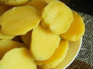 Картошка «берлинка» с зеленью и маслом – оригинальный гарнир к мясным блюдам