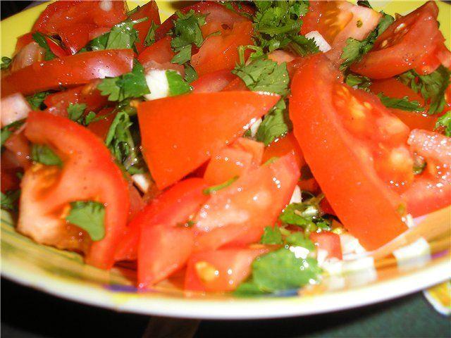 Салат с кинзой и помидорами