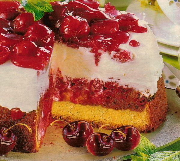 Легкий торт с черешней
